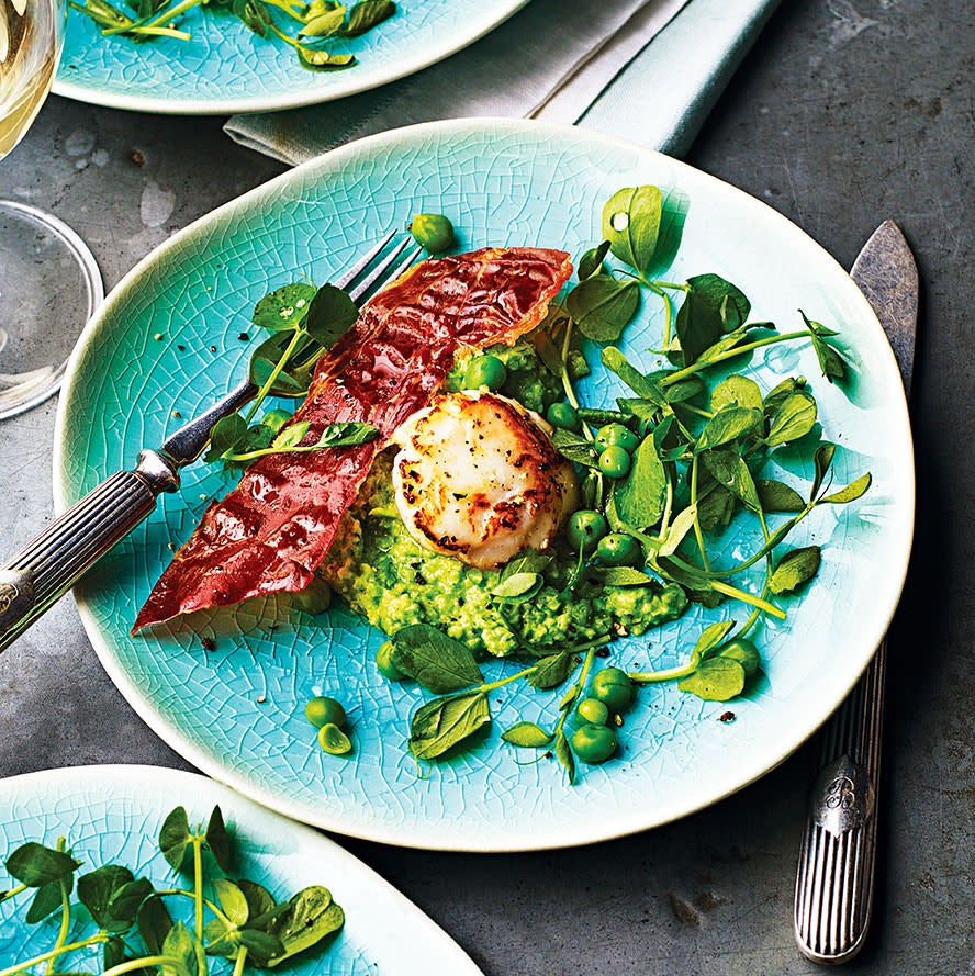 Photo of Seared scallops with pea purée & Parma ham crisps by WW