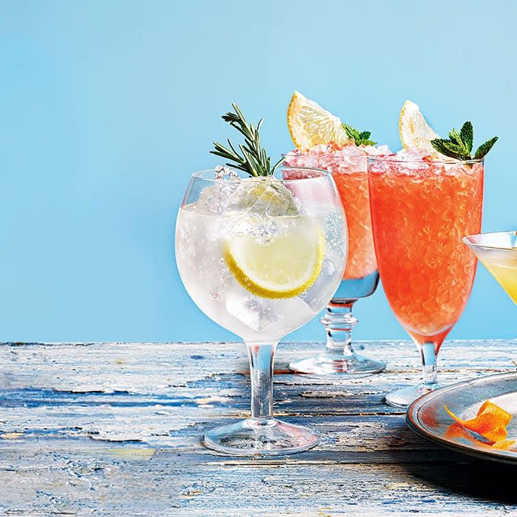 Photo of Lemon & rosemary gin fizz by WW