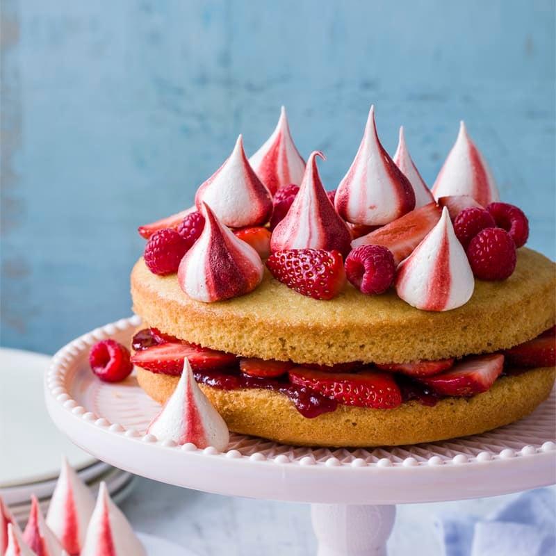 Photo of Vanilla cake with meringue kisses by WW