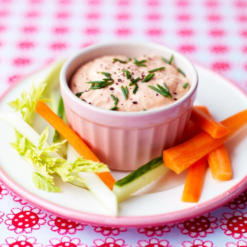 Photo of White bean & red pepper dip with bread by WW