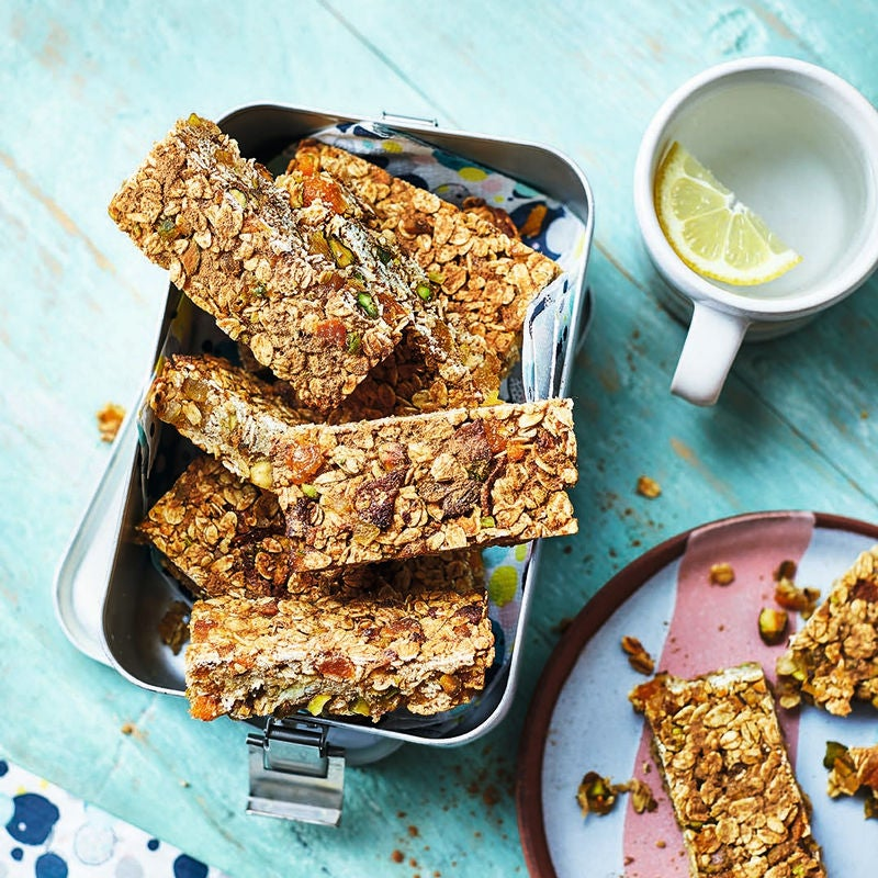 Photo of Apricot & pistachio breakfast bars by WW